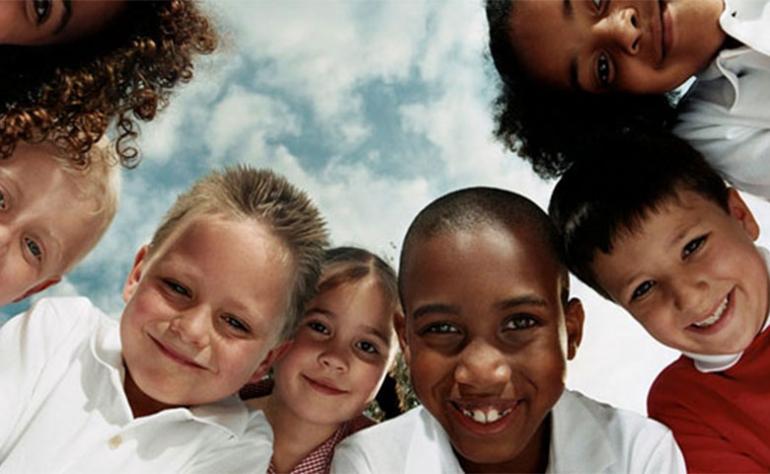 """""""هنا"""" تعبير عن التمييز العنصري للسنة الاولى متوسط"""